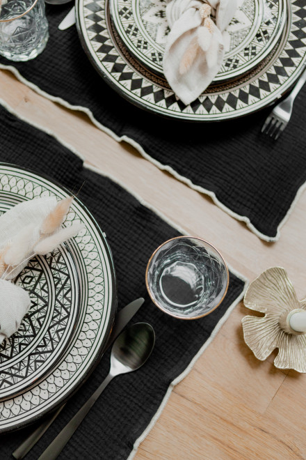 Table set in black