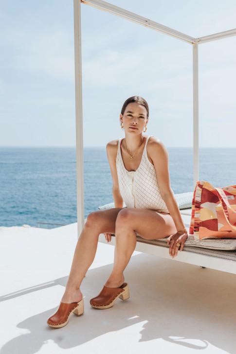 Table set in ecru